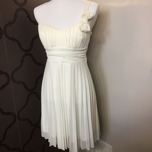 Women's One-Shoulder Pleated White Dress Size M